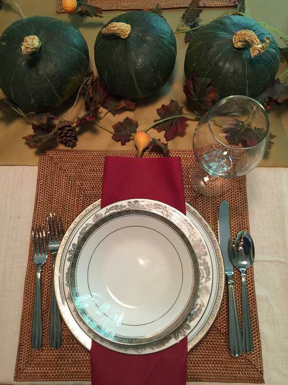 I'm using squash from the neighborhood market, the China we got from our wedding and SimuLinen's burgundy flat-pack napkins.